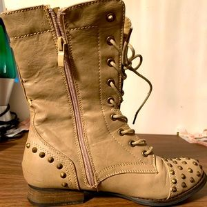 """🔥REFRESH """"LIBBY"""" ladies studded combat boots🔥"""